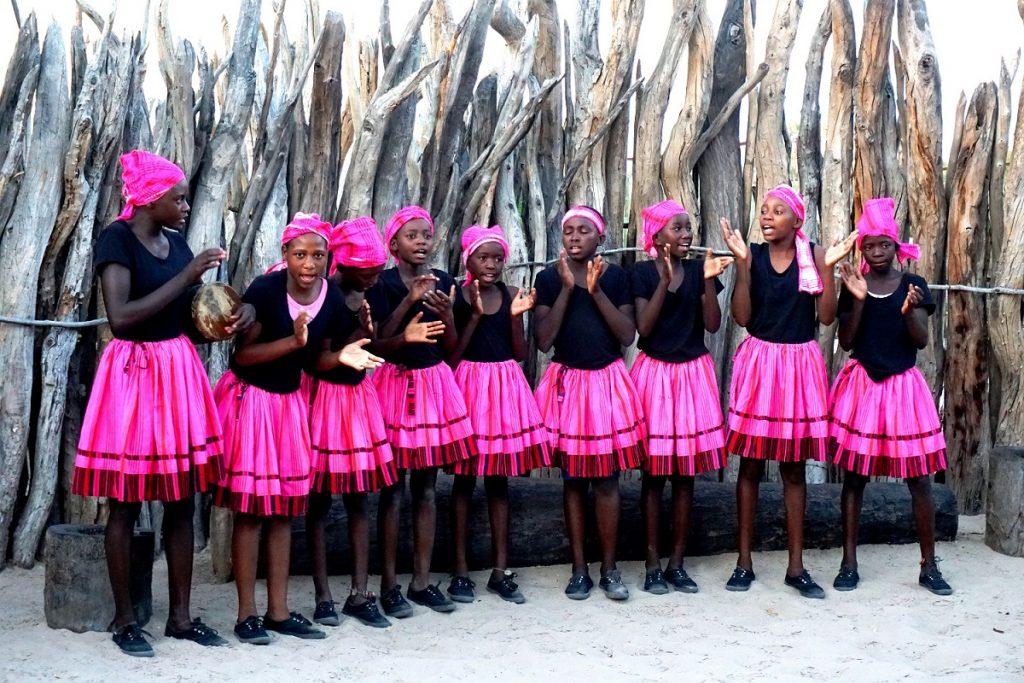 air namibia ovambo travel pass vorführung owambo kultur